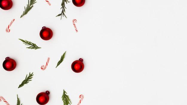 Achtergrond gemaakt met kerst ornamenten