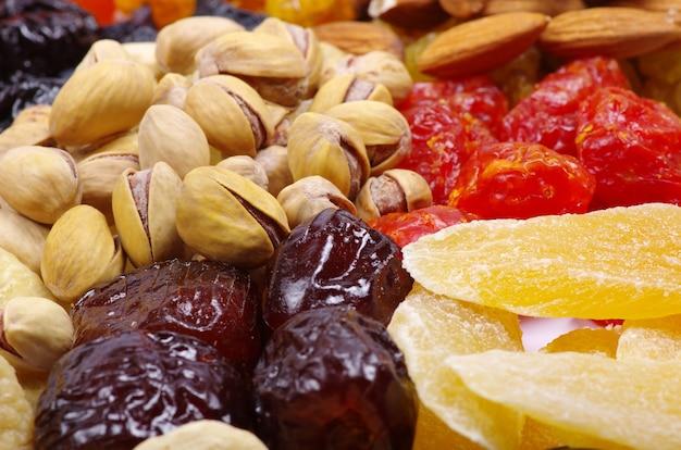 Achtergrond gemaakt van diverse gedroogde vruchten