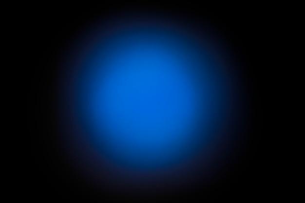 Achtergrond in de vorm van een blauwe kleurovergang bokeh. zwarte achtergrond.