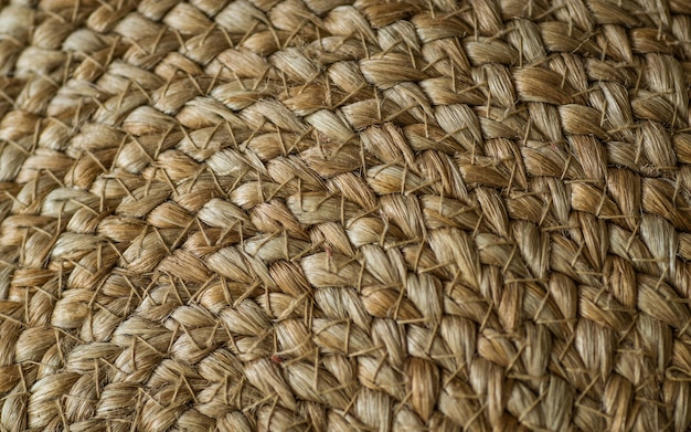Achtergrond kriskras met stro basics, tas met stro, handgemaakt, ambacht. textuur van geschilderde strozakken close-up.