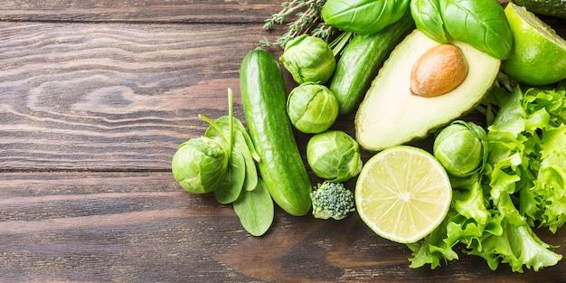 Achtergrond met diverse groene groenten