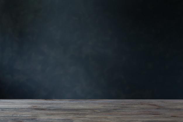 Achtergrond met houten tafel en donkere muur