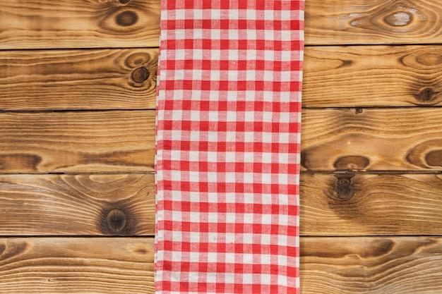 Achtergrond met lege houten tafel met tafellaken