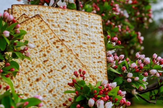 Achtergrond met matze en voor viering van het joodse paasfeest