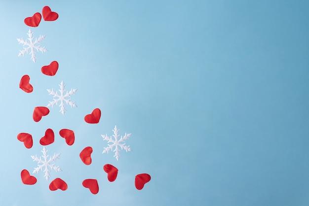 Achtergrond met rode harten en sneeuwvlokken, valentijnsdag.