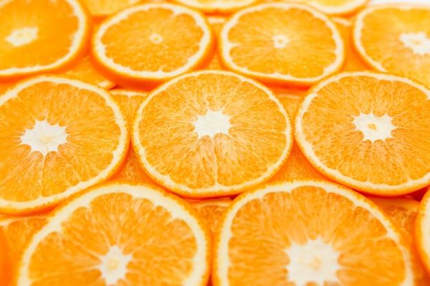 Achtergrond met stukjes sinaasappel, sinaasappels textuur, citrus.