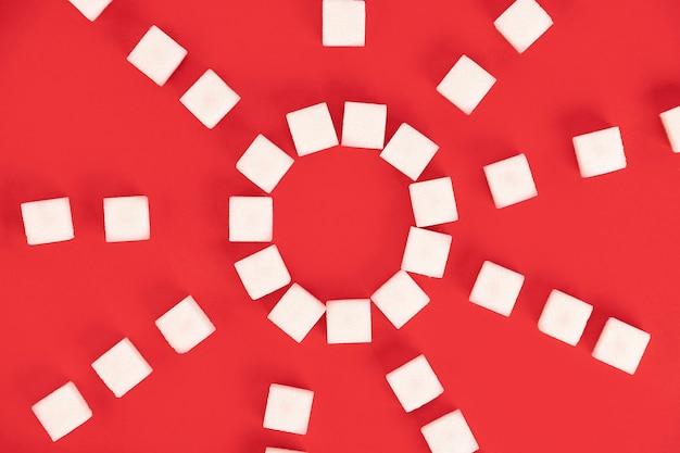 Achtergrond, suikerklontjes op een rode achtergrond.