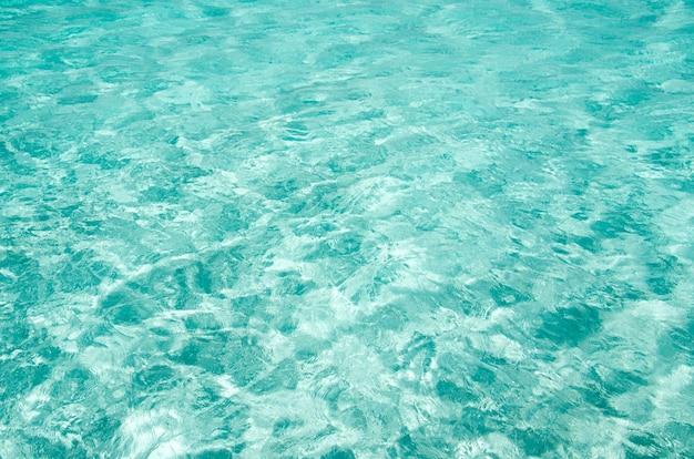 Achtergrond van blauwe zee-oppervlak met golven