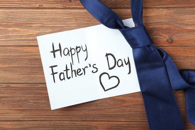 Achtergrond van de dag van de vader op een gekleurde achtergrond bovenaanzicht
