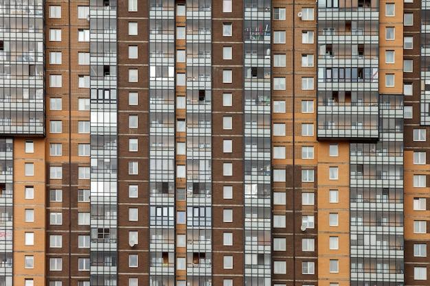 Achtergrond van de gevel van een residentieel flatgebouw