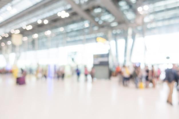 Achtergrond van de mensen met koffers