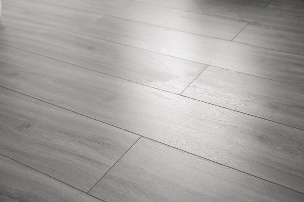 Achtergrond van de textuur de grijze gelamineerde vloer in perspectief