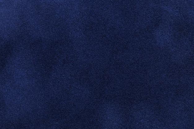 Achtergrond van donkerblauwe suede stof. fluwelen matte textuur van marineblauw nubuck textiel