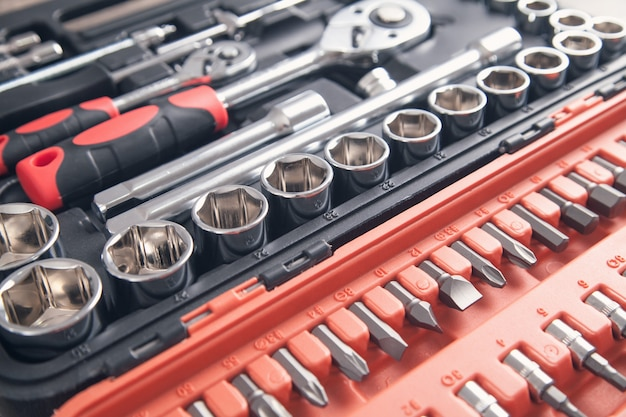 Achtergrond van een toolbox. sleutels in verschillende maten