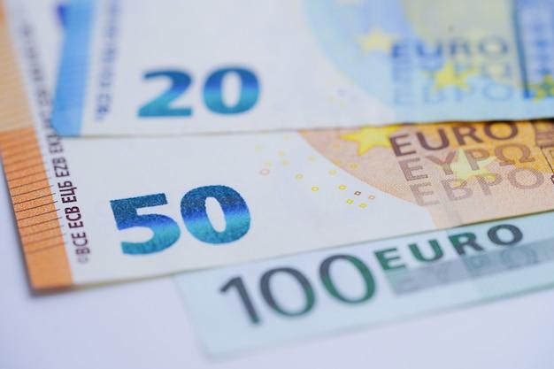 Achtergrond van eurobankbiljetten: bankrekening, investering analytische onderzoeksgegevenseconomie, handel, bedrijfsconcept.