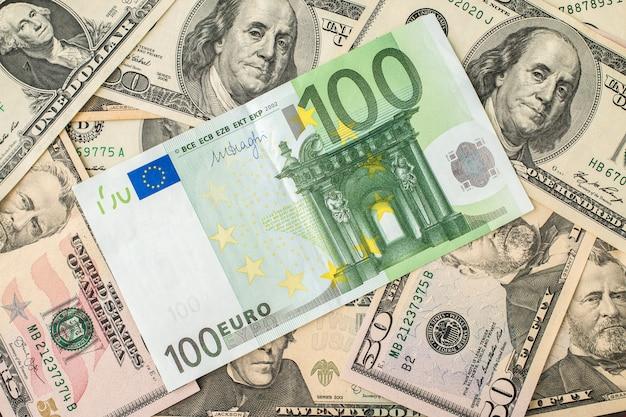 Achtergrond van het geld. euro en dollar.