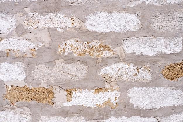 Achtergrond van oude antieke vuile bakstenen muur met een dikke laag cement tussen bakstenen, textuur.
