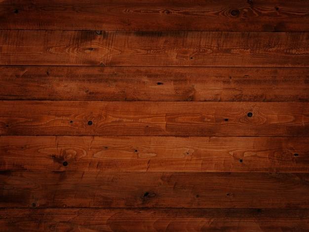 Achtergrond van planken geschilderd met bruin donker oranje verf, oude vintage, houtstructuur in knopen, planken horizontaal