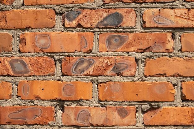 Achtergrond van rode bakstenen muur patroon textuur. geweldig voor graffiti-inscripties.