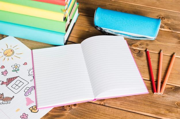Achtergrond van schoolbenodigdheden en boeken