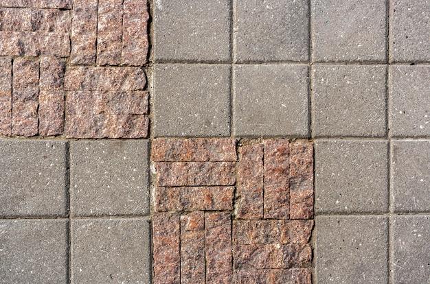 Achtergrond van stenen tegels in verschillende grootte en facture op het trottoir.