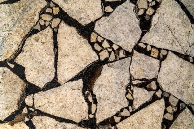 Achtergrond van stukjes marmer gevuld met epoxyhars