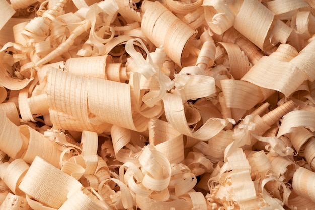 Achtergrond van vele gekrulde houtkrullen close-up