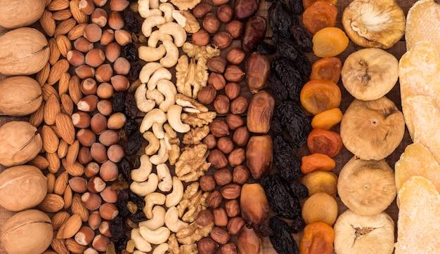 Achtergrond van verschillende noten en gedroogd fruit, oosterse snoepjes.