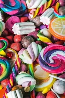Achtergrond van verschillende snoepjes, lolly's, kauwgom