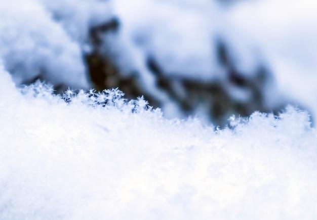 Achtergrond van verse sneeuw natuurlijke winter achtergrond sneeuw textuur in blauwe toon