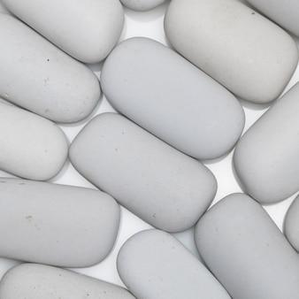 Achtergrond van witte gladde stenen van langwerpige vorm, bovenaanzicht