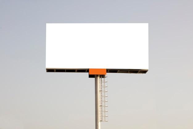 Achtergrond voor ontwerp reclameposter op een zonnige dag