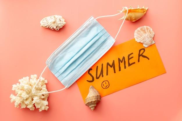 Achtergrondafbeelding met zomervakantieconcept tijdens quarantaine