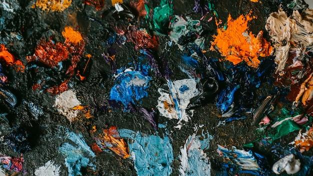 Achtergrondafbeelding van een heldere veelkleurige close-up van het olieverfpalet