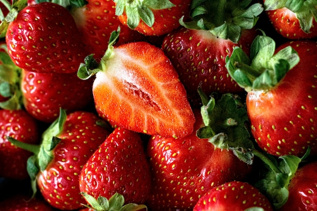 Achtergrondbehang met rode aardbeienpatroon