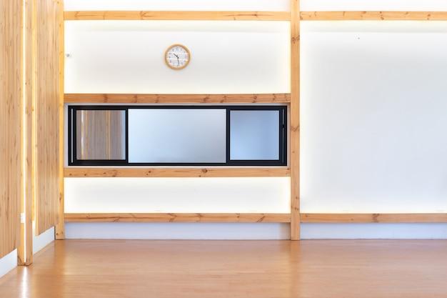 Achterin de houten hal bevindt zich de vertaalkamer.