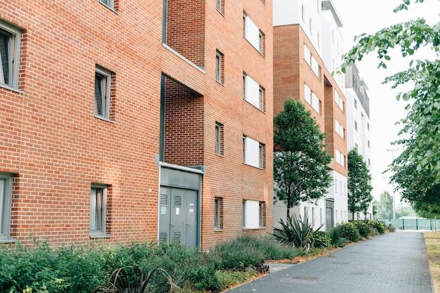 Achterkant van een modern engels appartement