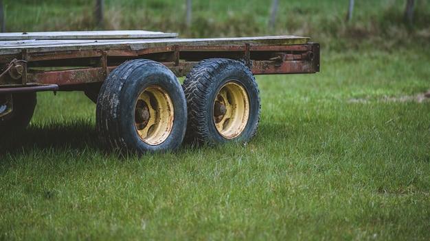 Achterwiel van vrachtwagen