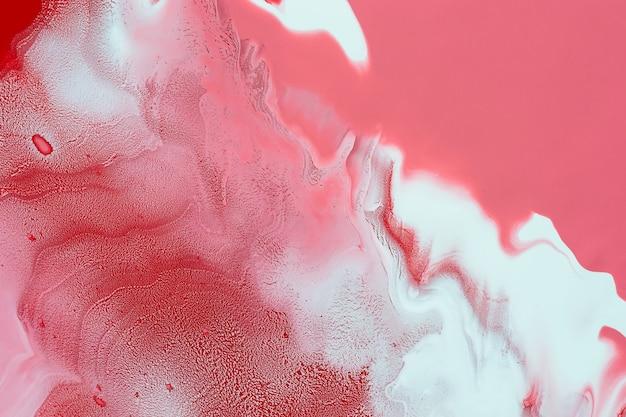 Acryl vloeistof kunst. blanken krullen, vlekken en golven op rood. abstracte wervelende achtergrond of textuur.