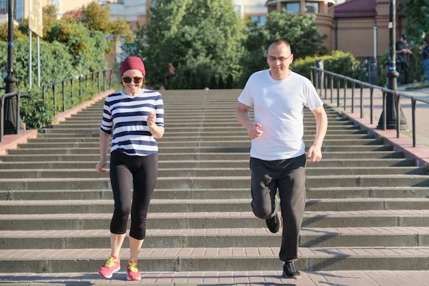 Actieve gezonde levensstijl van volwassen paar