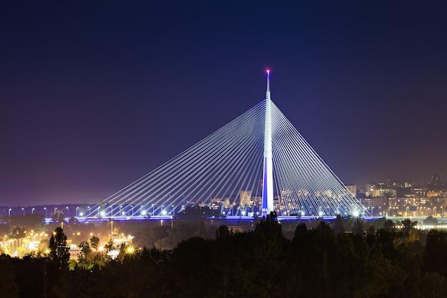 Ada-brug bij nacht