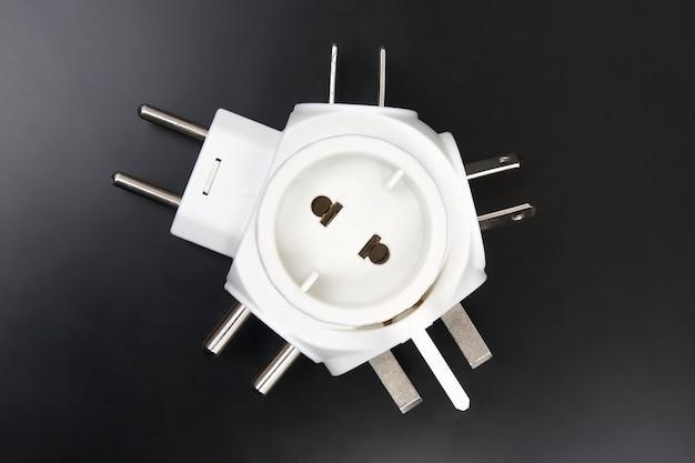 Adapter voor verschillende elektrische stekkers