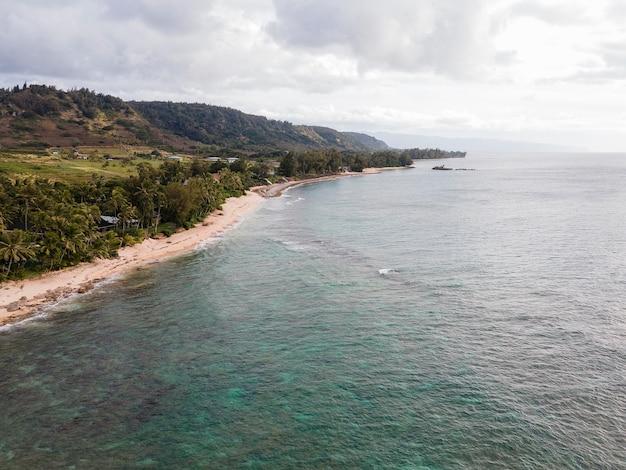 Adembenemend landschap van hawaï met het strand