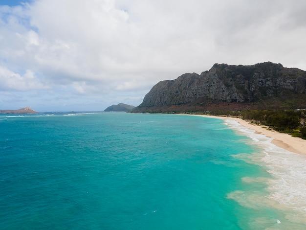 Adembenemend landschap van hawaï met oceaan
