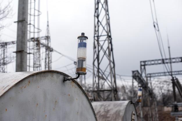 Ademhalingspatroon op de olieopslagtank van de transformator. productie en energie.
