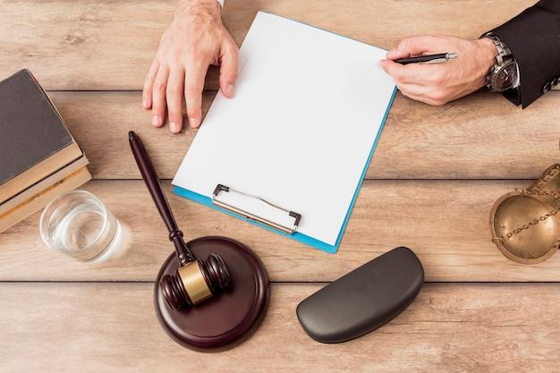 Advocaat invullen document