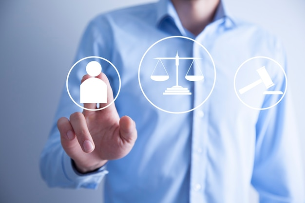 Advocaat wat betreft een rechtvaardigheidsconcept. pictogram van de interface van de wet.