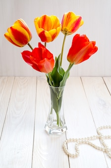 Afbeelding met tulpen