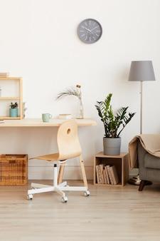 Afbeelding van binnenlandse kamer met moderne tafelstoel en bank