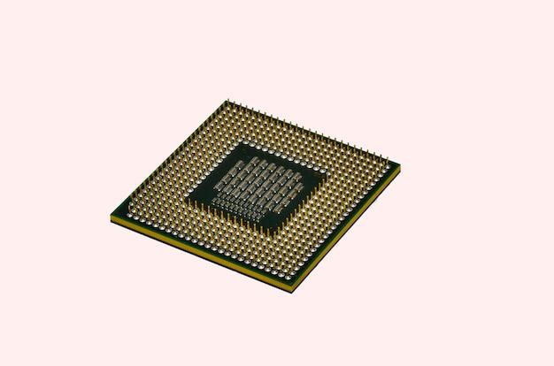 Afbeelding van cpu processor chip op een witte achtergrond. apparatuur en computerhardware. centrale verwerkingseenheid., microprocessor.